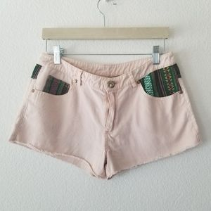 PINK EMBROIDERED SHORTS, SIZE MEDIUM